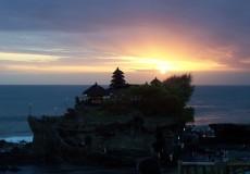 tanah-lot-sunset-bali-tour