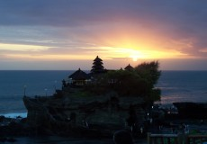 tanah-lot-sunset-bali-tour