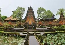 ubud-palace-tour bali